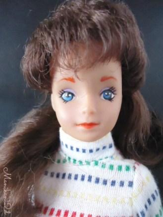 Tong doll brunette