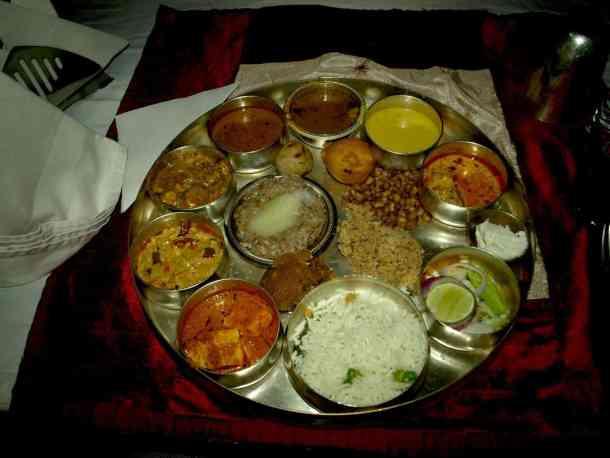 Rajasthan (Jaipur), Indian platter. maninio.com #Rajastanjaipur #Agradelhi