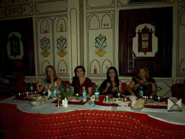 Rajasthan (Jaipur), Dinner time. maninio.com #Rajastanjaipur #Agradelhi