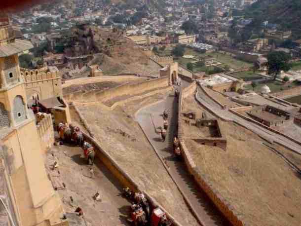 Rajasthan (Jaipur), Amber Fort with Elephants. maninio.com #Rajastanjaipur #Agradelhi