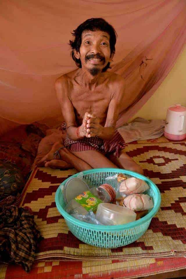 Poor man in village of siem reap asking for food - #volunteerinasia #volunteerincambodia maninio.com