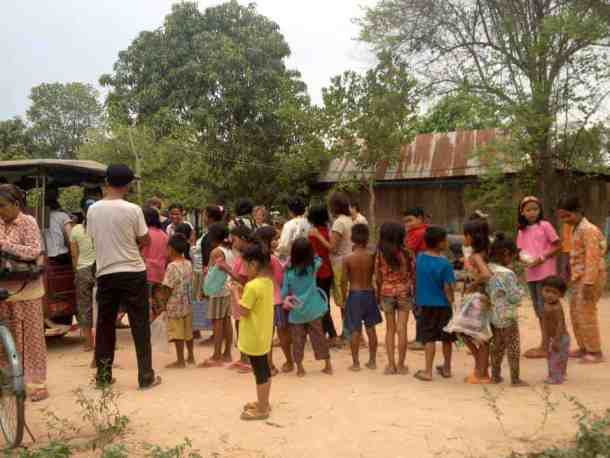 Kids and parents waiting for their food in siem reap- #volunteerinasia #volunteerincambodia maninio.com