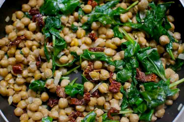 chickpeas-with-spinach-and-dried-tomatoes_spinach2
