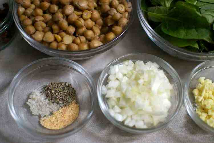chickpeas-with-spinach-and-dried-tomatoes_ingredients