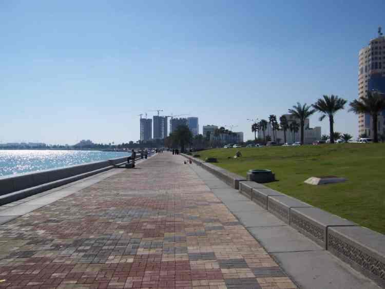 Corniche strolling in Qatar. maninio.com #qatardohaasiangames #Eidcelebrations