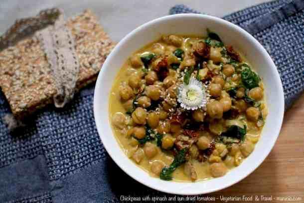 Chickpeas with spinch maninio.com #veganprotein #proteinsources