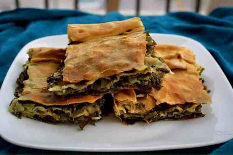 Eat as a vegan in Greece, Spinach pie #veganpumpkin #greekvegan maninio.com