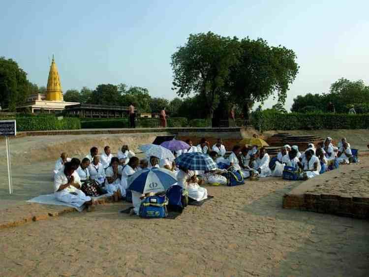 Βαρανάσι (Ινδία): Ανάμεσα στην ζωή & στον θάνατο. Σχολείο στο ναό. maninio.com