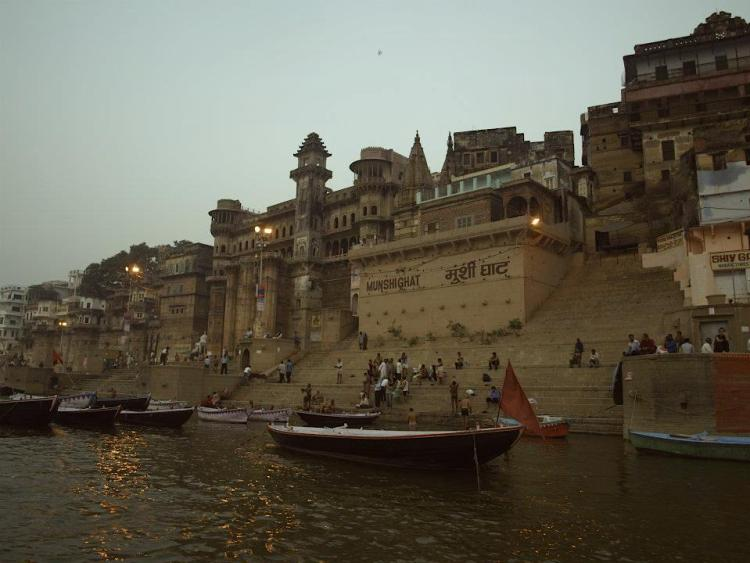 Varanasi (India): river ghates. maninio. best things to do.