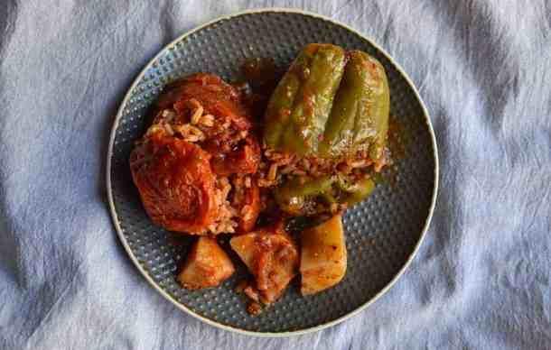 Eat as a vegan in Greece, stuffed vegetables #greekgemista #greekvegan