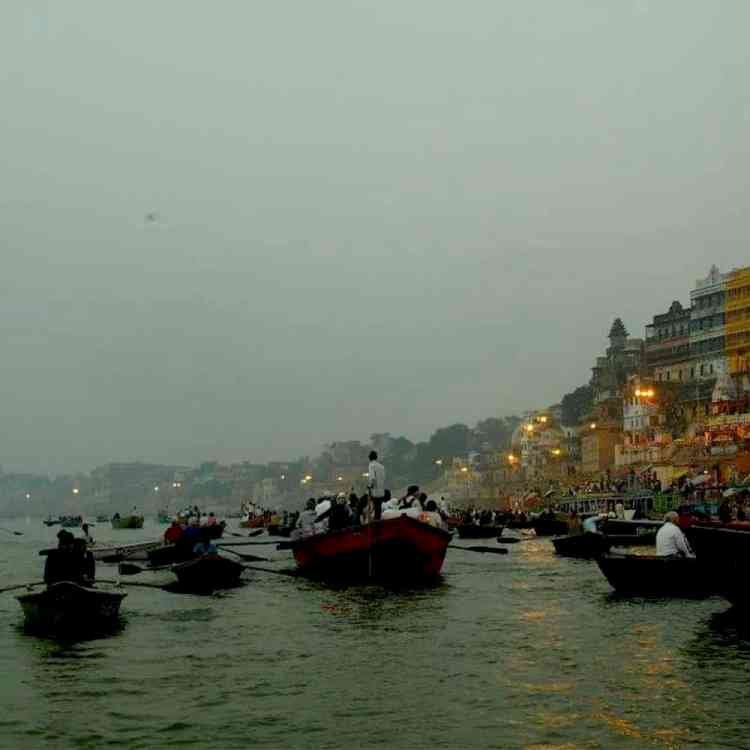 Exploring Varanasi in India and best things to do. maninio.com