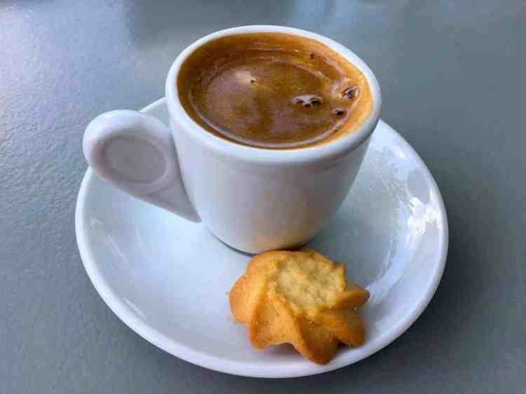 things to know before your visit in Greece, coffee bliss. maninio.com, #greekcoffee #greekforeigners