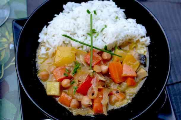 Χορτοφαγική & Βίγκαν Κουζίνα - Ρύζι με κάρυ στο Roots, Θεσσαλονίκη. maninio.com