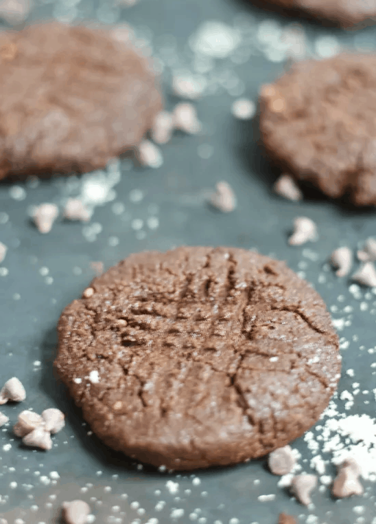 Cocoa Almond Cookies for Christmas. maninio.com