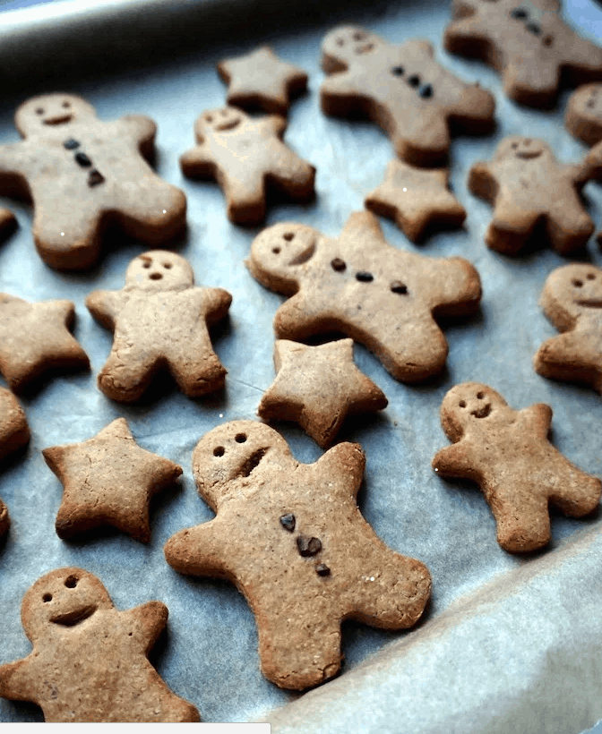 Vegan Gingerbread Men Cookies. Christmas Desserts. maninio.com