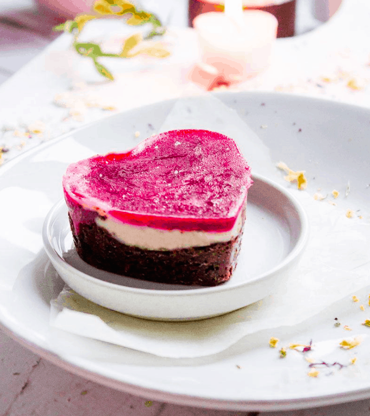 Triple Layer cheesecake hearts -vegan and sugar-free - Valentine's. MANINIO.COM