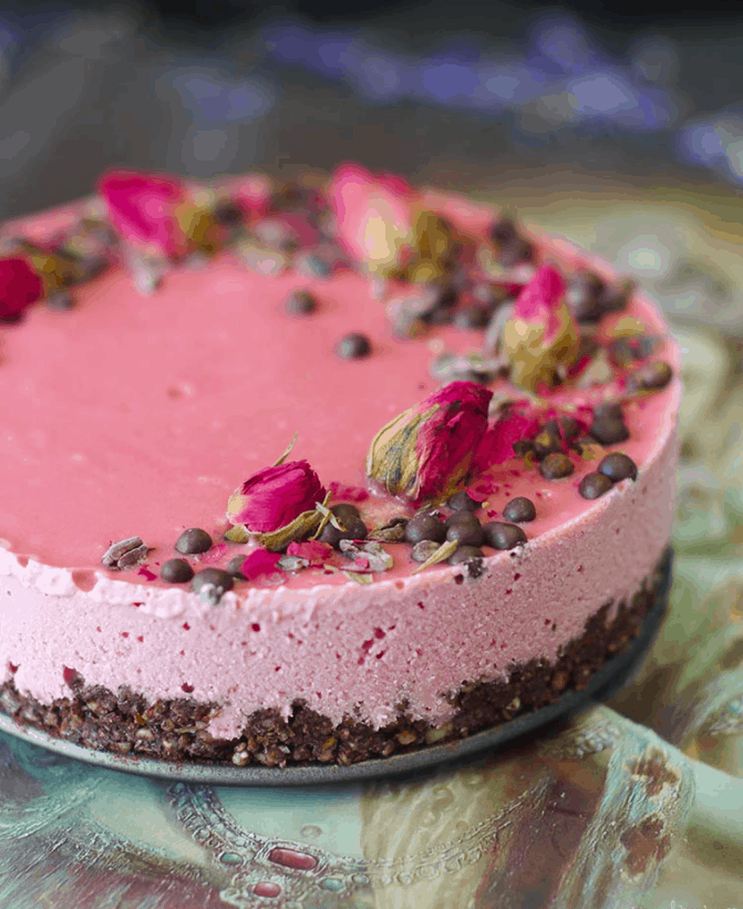 Raw Chocolate Beet Cheesecake - vegan and sugar-free - valentine's. maninio.com