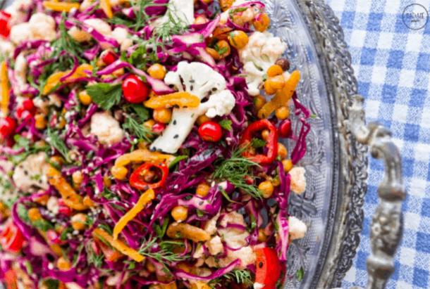 Πικάντικη Σαλάτα με ρεβύθια. 25+ Vegan Προτάσεις φαγητού για το Πάσχα maninio.com
