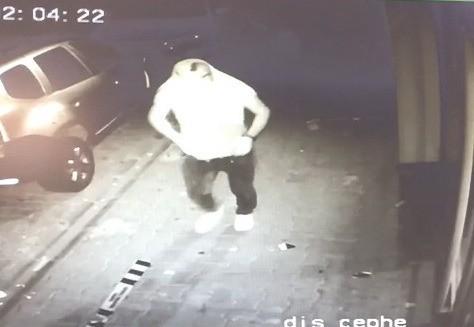 Bankanın camını kıran şüpheli yakalandı