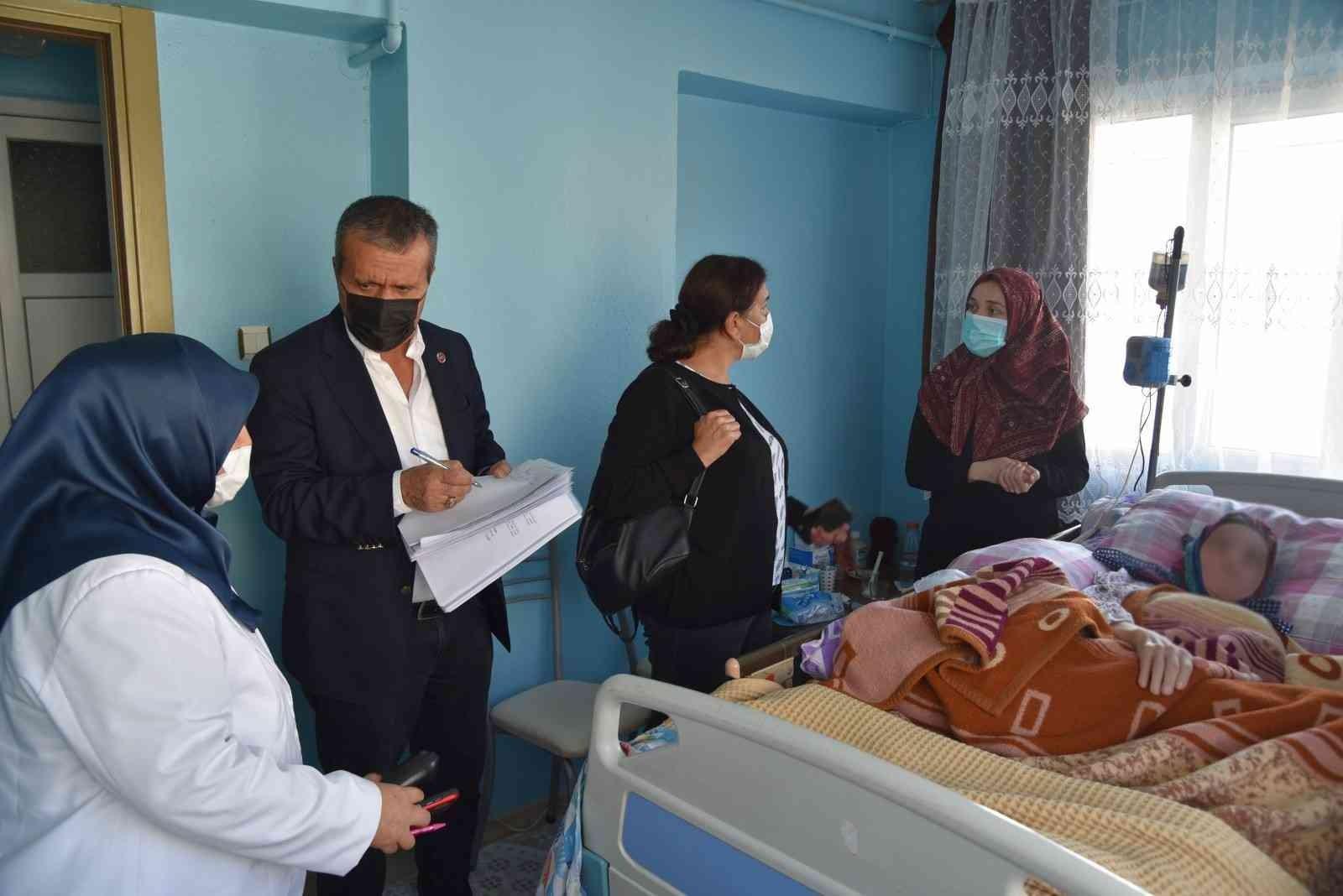 Yunusemre Belediyesinden 3 aileye hasta yatağı desteği