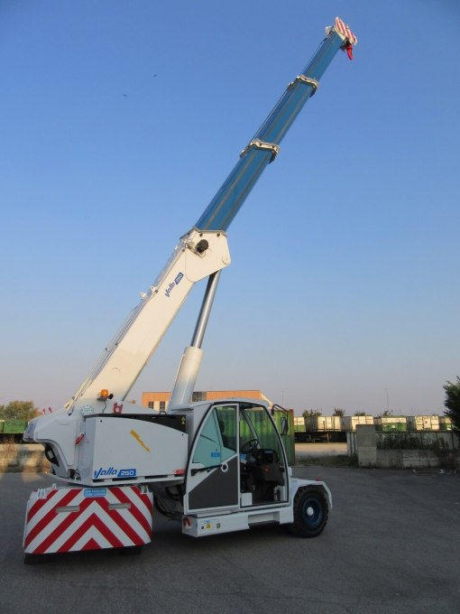 mini pick and carry crane