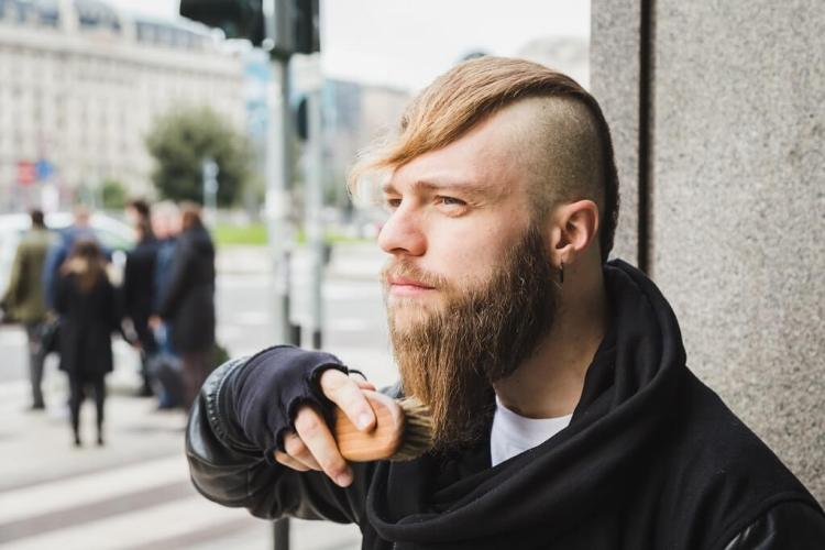 How to use a beard brush and why is it important to know when it comes to choosing the best beard brush