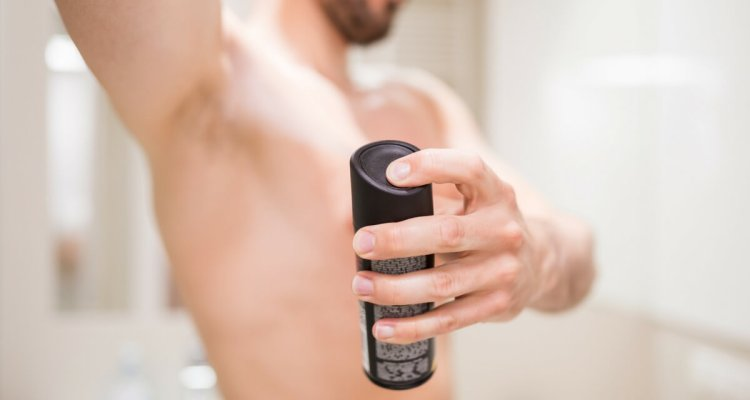Using antiperspirant to keep your armpit dry and fight the smell