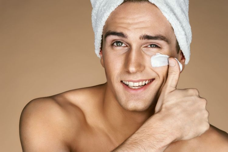 What is face cream and how a man should apply it