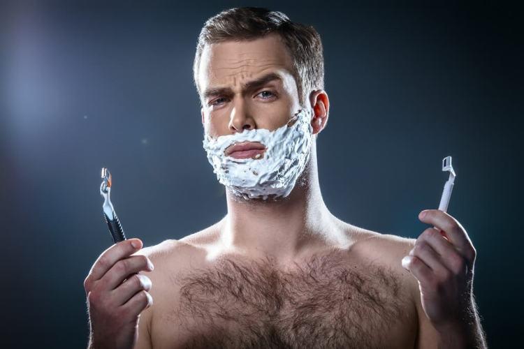 Cartridge shaving razors for easy close shave