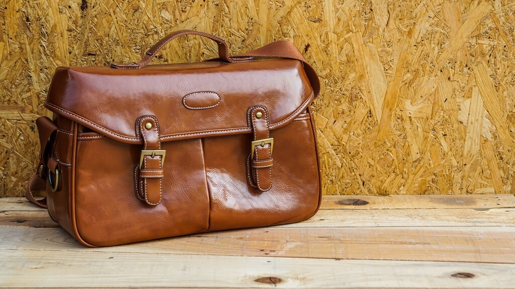 How to choose a leather messenger bag for men
