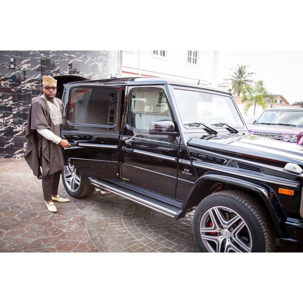 e money entering his Black Mercedes Jeep