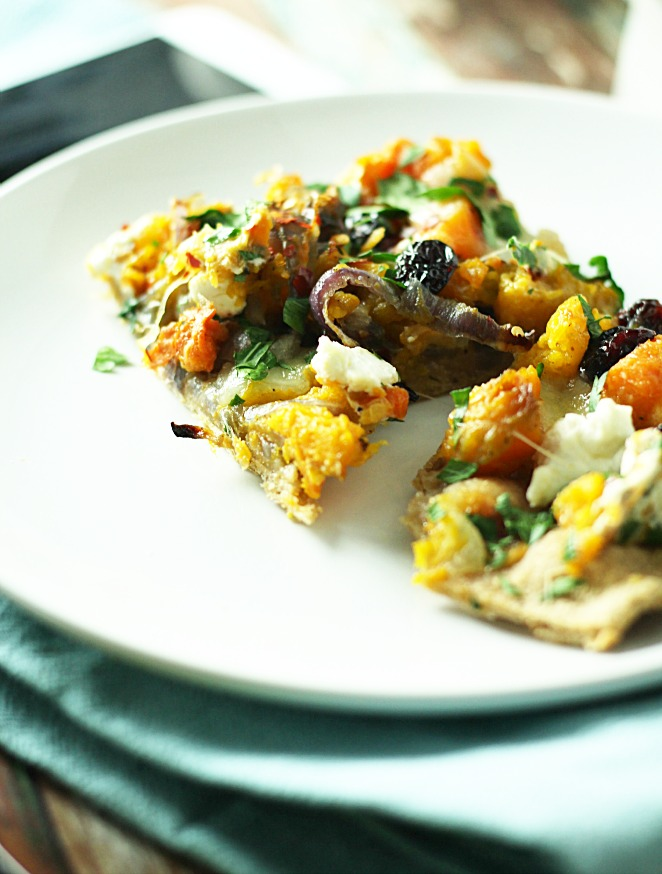 Caramelized Butternut Squash and Onion with Goat Cheese Pizza|www.mannaandspice.com