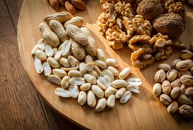 Nüsse auf dem Tisch