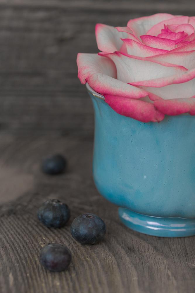 Rosendeko Tasse blau Heidelbeeren