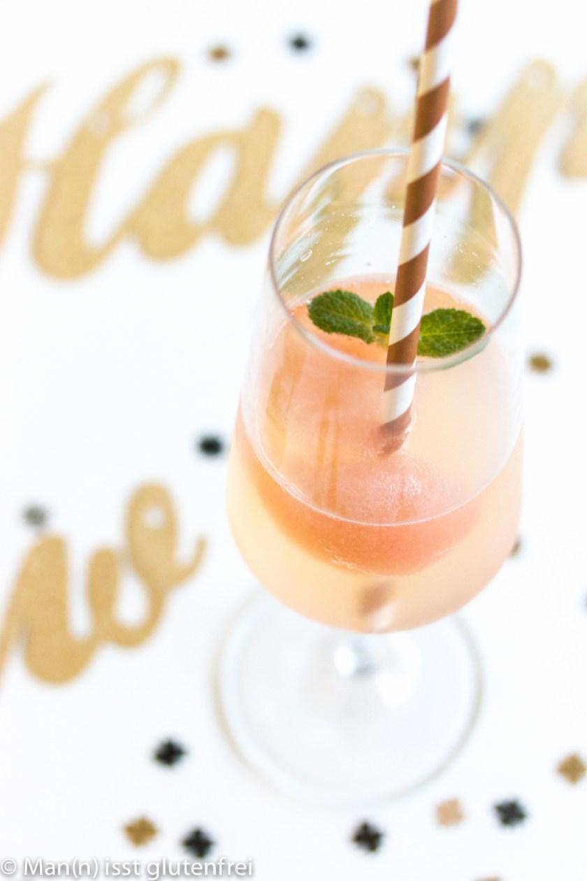 Cocktail mit Strohhalm