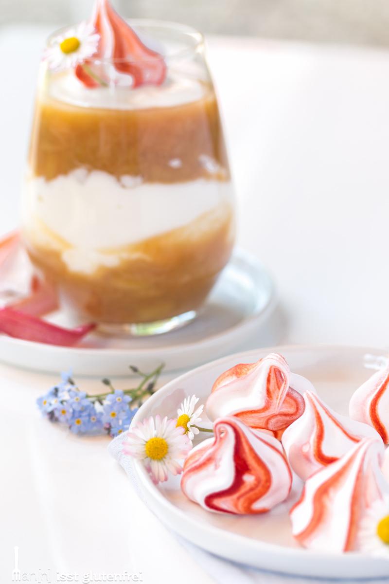 Rhabarber Baiser Joghurt Creme.jpg