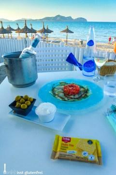 Aioli mit Oliven und Crackern
