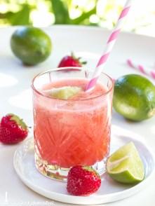 Sommercocktail Erdbeer-Limes