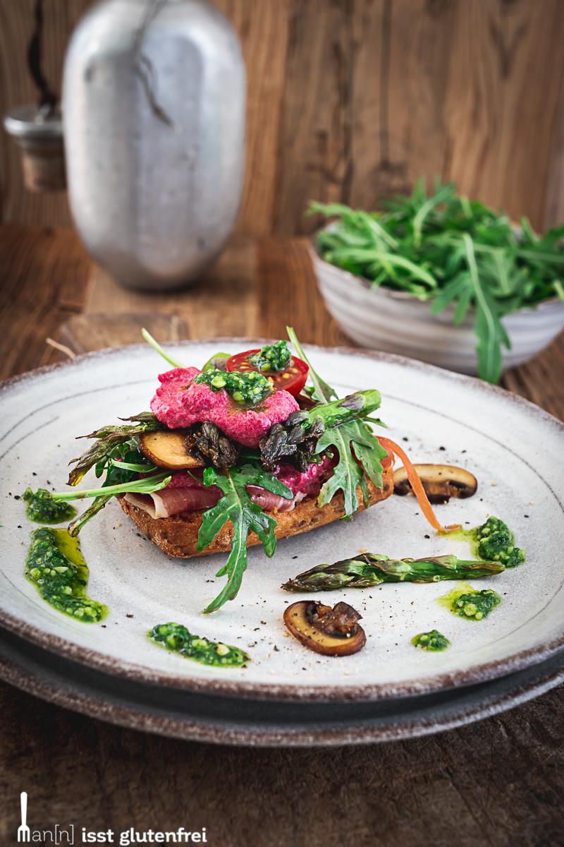 Healthy Sandwich mit Spargel, Bärlauchpesto und Rote Beete Dip