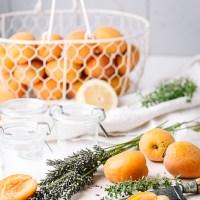 Aprikosenkonfitüre mit Zitronenthymian
