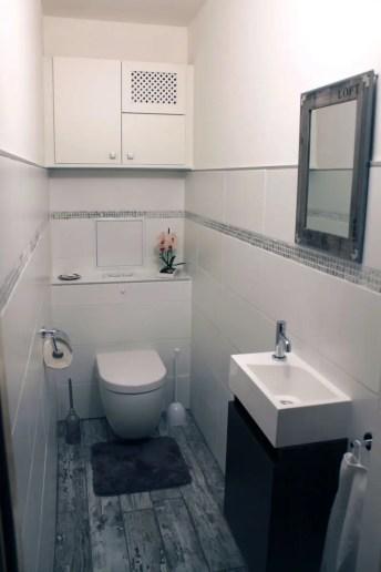 Hänge-WC mit Handwaschbecken und Unterschrank