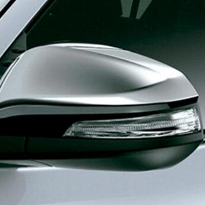 Espejos   La línea fluida y aerodinámica de sus faros frontales continúa en los espejos exteriores, con luces intermitentes y detalles cromados, según versión.