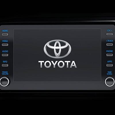 """Sistema de Audio Integral   Centrado en una pantalla táctil de 8"""" (con funciones AM/FM, USB, AUX y Bluetooth), cuenta con un sonido claro y envolvente que puede ajustarse desde el volante."""