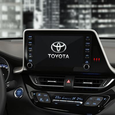 """PANTALLA TOUCHSCREEN 7"""".    Conéctate con tu mundo, con Apple Car Play® y Android Auto®."""