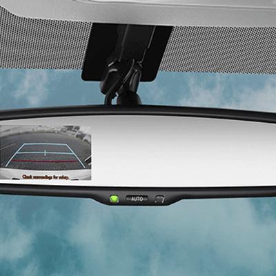 Cámara de retroceso.  Para evitar poner en riesgo a sus pasajeros o a la carga que está transportando, la cámara de retroceso le permitirá maniobrar y estacionarse de manera más segura en espacios reducidos (disponible según versión).