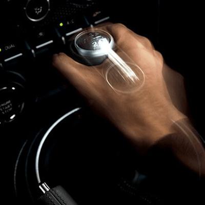 Transmisión 6 Velocidades.   La transmisión de 6 velocidades ofrece tiros cortos y precisos entre los cambios, con rapidez desde el arranque. Disponible en versión automática con paddle shifts (Disponible según versión).