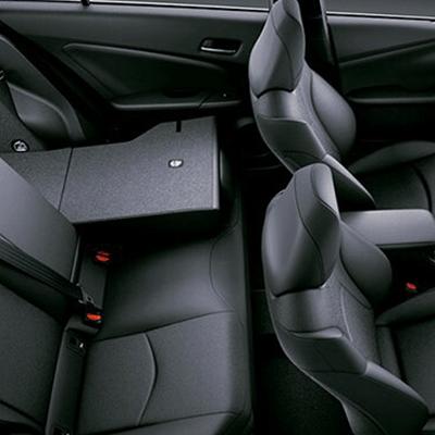 Cinturones de Seguridad   Delanteros: 2 de 3 puntos, con pretensores, limitadores de fuerza y regulación de altura. Posteriores: 3 de 3 puntos.