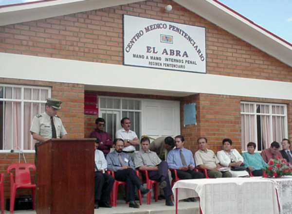 Dedicating the El Abra clinic in May 2001.