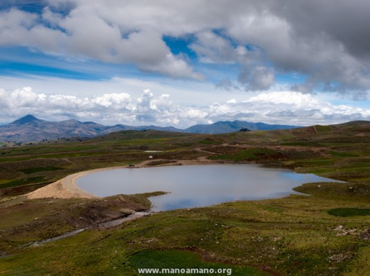 In 2012 Mano a Mano dedicated a large water reservoir project in Sancayani, Bolivia. Sancayani is a rural community in the department of Cochabamba high in the Bolivian Andes – about 14,000 feet above sea level.