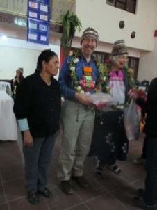 Minnesota teachers being recognized with the guirnalda during a trip in 2014.